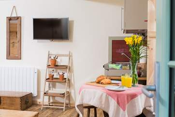 The kitchenette is ideal for rustling up a bit of breakfast or a snack and of course for chilling the wine, beer and milk for a cuppa or two.