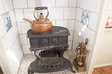 The lovely antique Queenie stove in Jinka's.