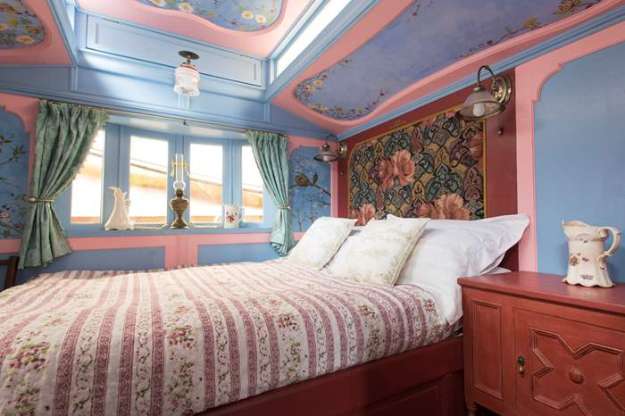 Sanger's Showman's Wagon,Sleeps 2, 5.3 miles NW of Looe
