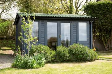 The handy cabin is fully insulated and double-glazed.
