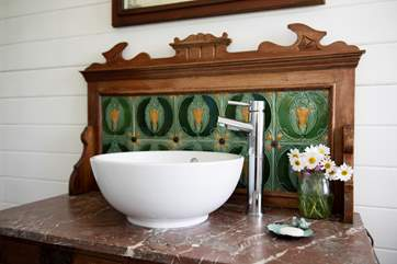 Complete with another beautiful wash-basin.