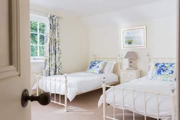Bedroom 3 has 'zip and link' beds (6' super-king double or 3' singles).