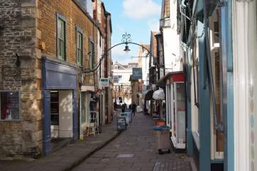 Cheap Street and St Catherine's are Frome's historic shopping areas - This is Cheap Streat with  a little stream running down the centre!  Great choice of cafes here.