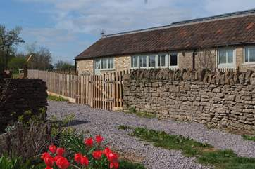 Absolute one of two cottages at historic Court Farm, is a gorgeous semi detached single-storey barn in a pretty farmstead setting.