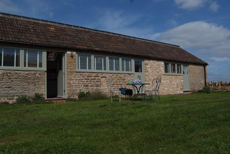Elsewhere is a gorgeous barn conversion at Court Farm, an historic property in the beautiful hamlet of Lullington. It has a fully enclosed garden which makes it ideal for young children and four-legge