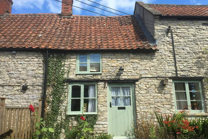 2 Batch Cottages is a really pretty, welcoming stone cottage that has been totally renovated this year. The garden at the back is fully enclosed.