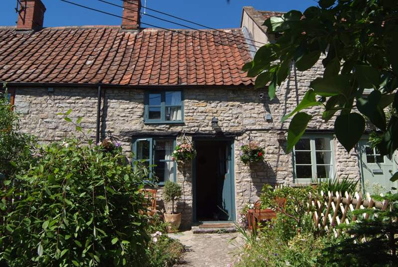 2 Batch Cottages is the most beautiful little stone cottage, full of warmth and character - the perfect bolt-hole for two. The front and back gardens are fully enclosed.
