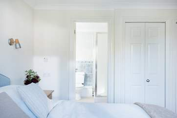 This  lovely light bedroom to the front of the cottage has an en suite shower-room.