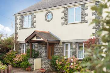 Mermaid Cottage is a pretty detached cottage in the heart of the village of Ruan Minor.