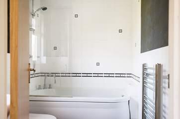 The en-suite bathroom to the master bedroom.