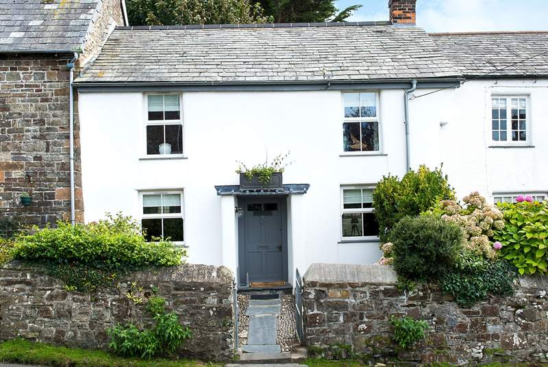 This gorgeous 17th Century cottage nestles in the heart of the village.