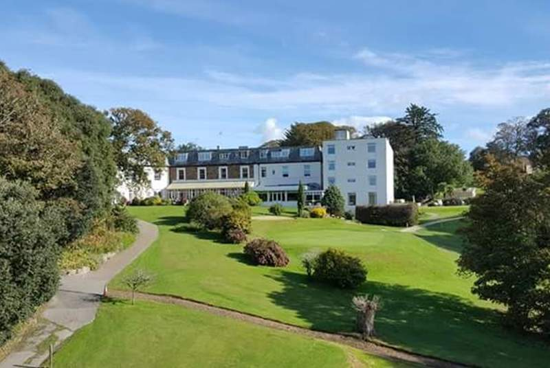 On a quiet bend of the tranquil Helford River nestles the award-winning 4 star Budock Vean Hotel. Set in 65 acres of gardens, woodlands and its own golf course.