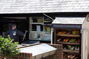 The community village shop at Motcombe, welling local produce.