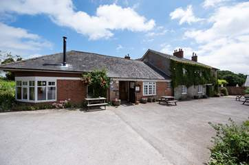 The Coppleridge Inn in the village is a 30 minute walk along lanes and tracks.