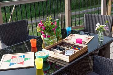 Why not play some games al fresco.
