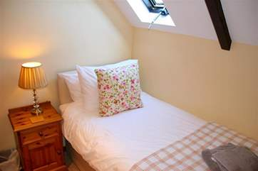 One of the two single beds in the twin room. Lie in bed and look at the stars if you wish.