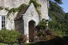 Cottages near Parkhurst Forest