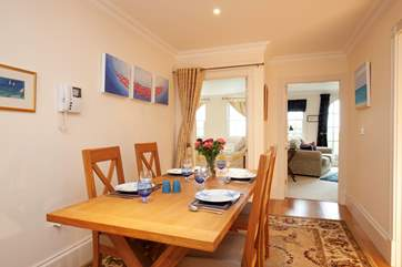 Adjacent to the kitchen, the dining area is pefect for evening meals or for planning your day out.