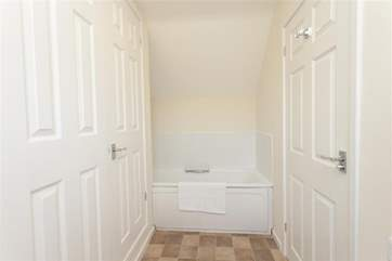 The en suite bath.