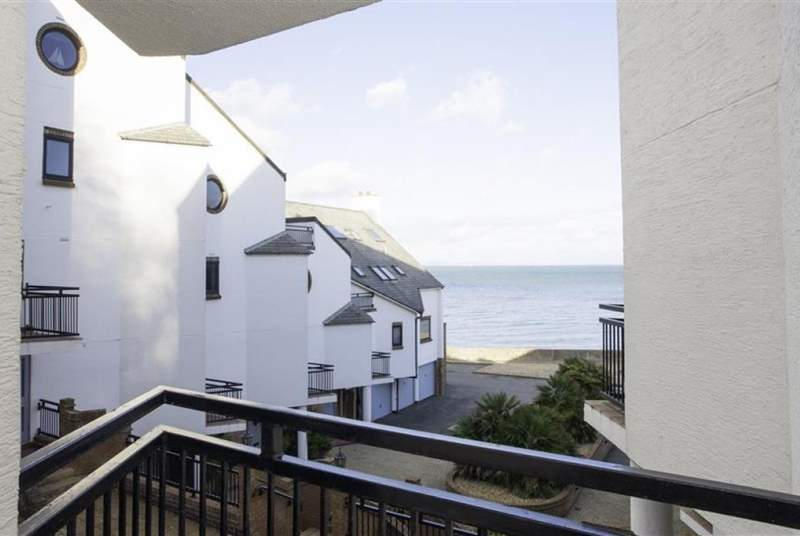 30 Seaview Bay is located a stones throw from the Seafront and Beaches