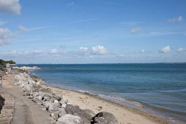 If you walk along the sea front, you can walk into the nearby town of Ryde with plenty of cafes on the way for a pitt stop