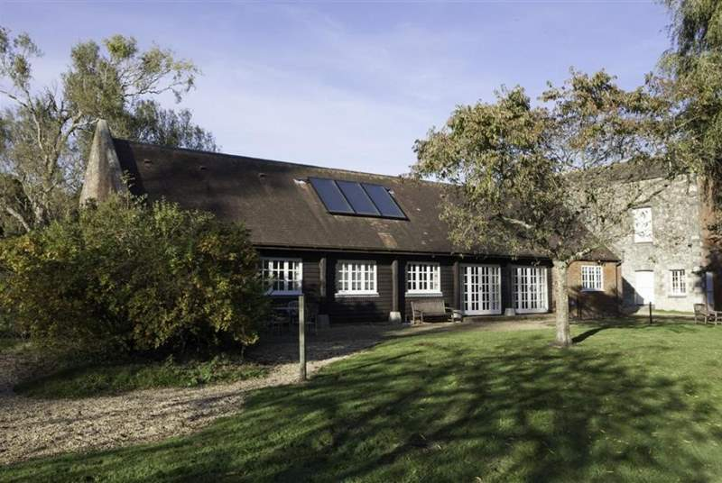 Barton Manor Lake Cottage can also be booked with the Farmhouse, ideal for large families