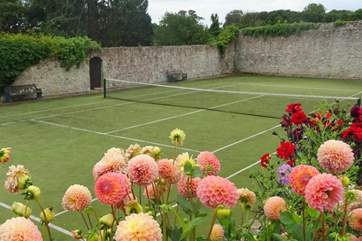 The use of the tennis courts can be either pre-booked or booked on arrival.