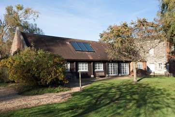 Barton Manor Lake Cottage is a fabulous poperty located right by the lake in the Barton Estate