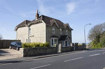 Cornerstone West is perfectly located just minutes away from Ventnor town and seafront.
