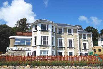 Cromwell Apartment is a high end beautiful apartment in a Victorian Villa in Shanklin