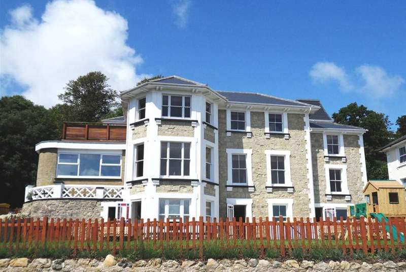 Cromwell Apartment is a high end beautiful apartment in a Victorian Villa in Shanklin.