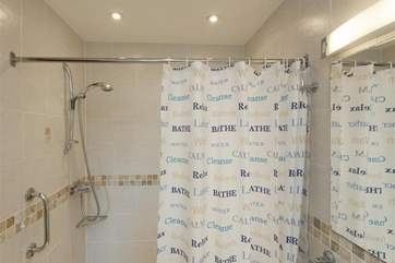 Ensuite wet-room style shower