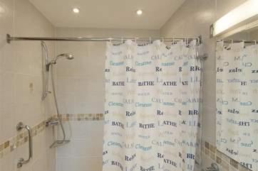 Ensuite wet-room style shower