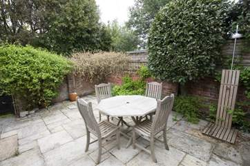courtyard with patio furniture