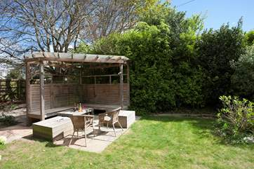 There is plenty of outside seating to enjoy the beautiful Isle of Wight sunshine