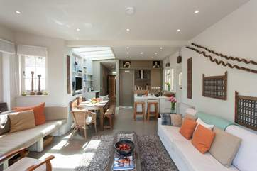 This great open plan space is ideal for entertaining and spending time as a family