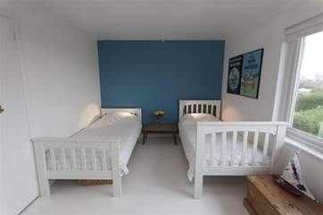 Twin bedroom_Mimosa
