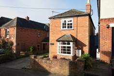 Newlands Cottage sleeps Sleeps 4 + cot, St Helens.