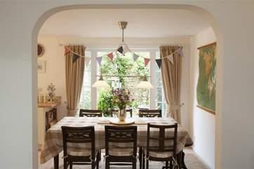 Pretty arch into dining area