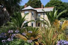 Signal Point Cottage - Holiday Cottage - 1.1 miles SW of Ventnor