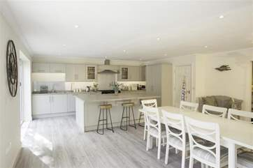 A fantastic, modern and fully equipped kitchen