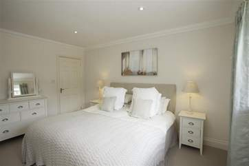 Second king size bedroom with ensuite bathroom with shower cubicle