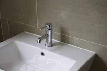 The Swallows ensuite bathroom
