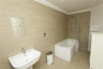 Ensuite bathroom to twin bedroom with shower over bath