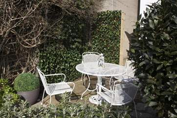 Like a hidden gem in the heart of Ryde the courtyard garden is the perfect place to relax and unwind.