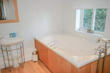 Ensuite bathroom with jacuzzi bath