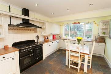 Kitchen with dining area for 4 people