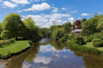 The River Barle runs through the village, a fabulous picnic spot, with shallow water for children to enjoy and a  riverside footpath along the valley to Landacre Bridge.