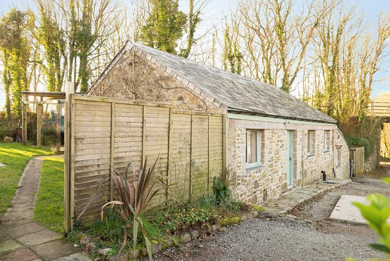 Long Beam Barn is set within a small group of properties, including the Owners' next door and two cottages opposite.