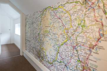 There is no excuse in getting lost with this very informative hallway decoration.